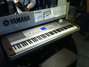 電子ピアノ写真