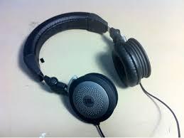 壊れたヘッドフォン